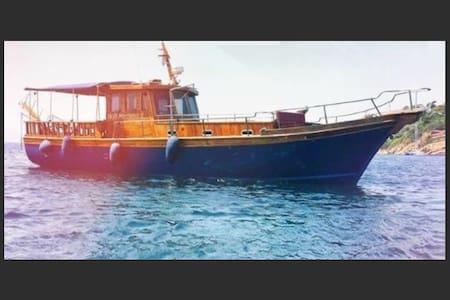 Greek Traditional Yacht - Σκιάθου
