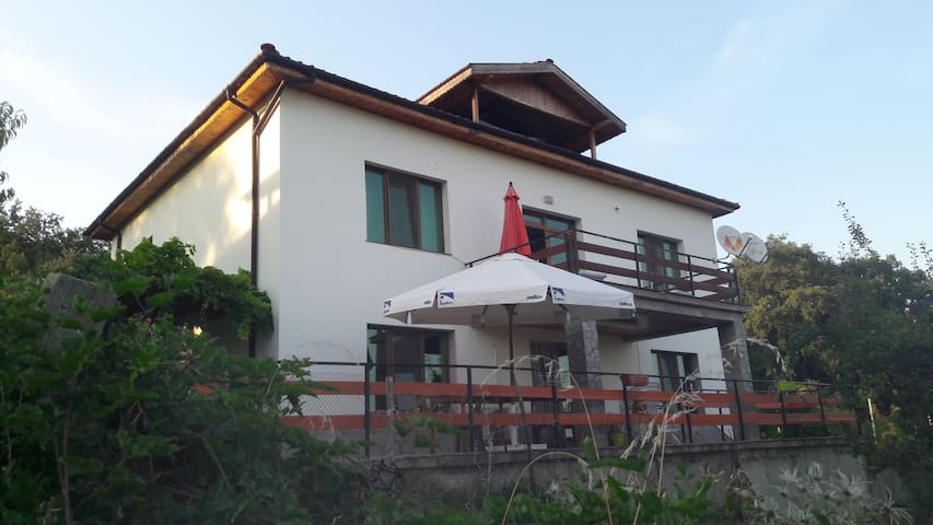 Lake & Bird Watching Retreat in Rhodope Mountains - Gnyazdovo - Bed & Breakfast