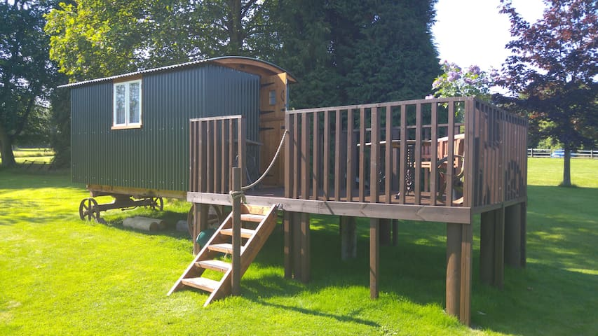 Hilltop Farm - Spacious Shepherd's hut - Hampshire - Skur