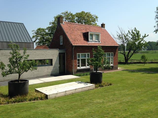 Dijkhuis in de polder dichtbij het strand - Breskens - House