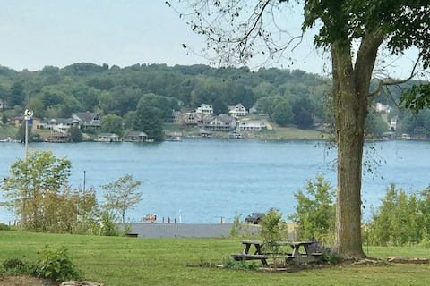 ♥ Lake home retreat with awesome views & amenities