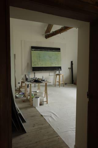 Chambre et atelier d'artiste