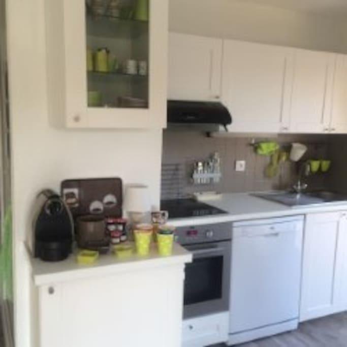 Cuisine entièrement équipée comme chez vous;lave vaisselle nespresso, congélateur, plancha,vaisselle conséquente etc.....  , etc.