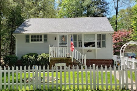 Quaint Cottage In Smallwood - Small Pet Friendly