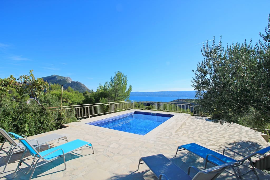 Private and heated pool 24m2 with sea views