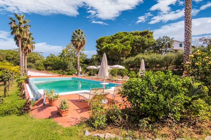 Gorgeous Villa in Ricadi with Shared Garden