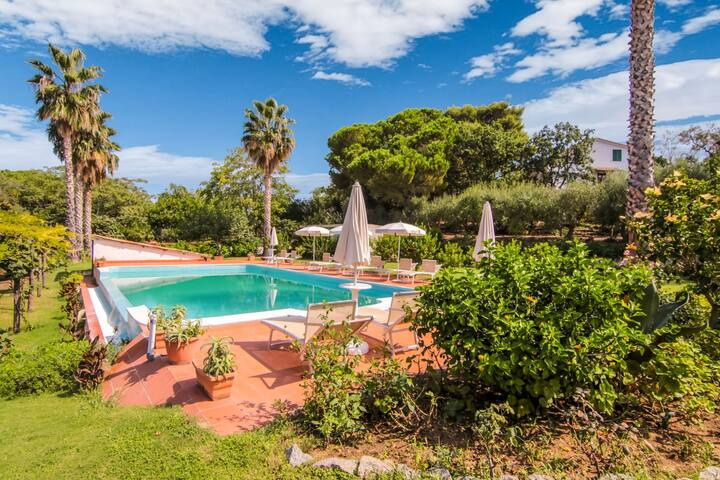 Gorgeous Villa in Ricadi with Shared Garden