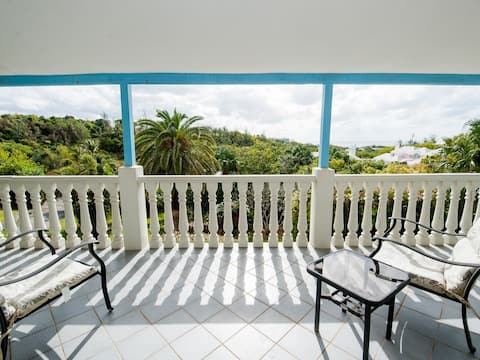 Sea View.  Beautiful Views! Close to Attractions!