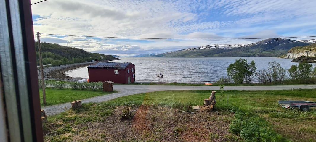 Aagårdsminne, utsiktsvindu mot Altafjorden
