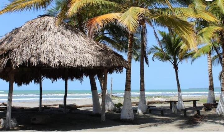 HOTEL EL PARAÍSO DE MILTON  muy cerca de la playa