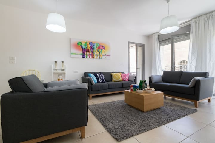 Amazing 2 Bedrooms/Gym/Parking in city center