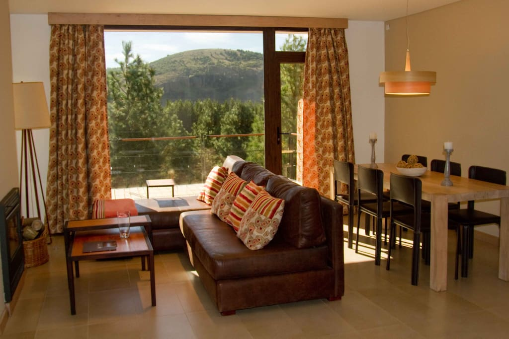 Living- Comedor con acceso al deck.  Living room