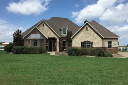 Wesel Micro Ranch: King bed and private bath - Forney - Dom