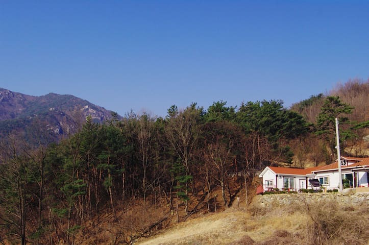 산청 산아래 황토방 - The Mountain Side Healing House - Sinan-myeon, Sancheong-gun - Villa