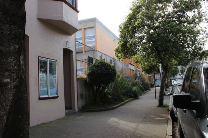 Spacious Cole Valley One Bedroom