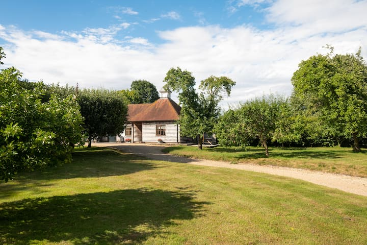 1-bedroom cottage with pool and tennis court