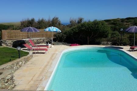 La Chintana B, villa con piscina - Sassari - Rekkehus