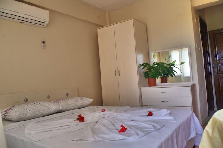 Twin, single other double bed, - Menderes - Bed & Breakfast