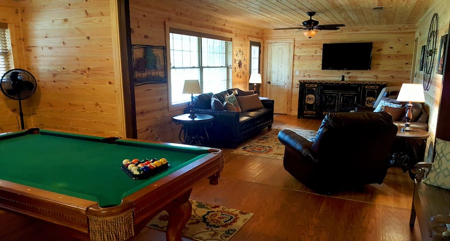 No Worries: Sleeps 12, Pool Table, Hot Tub & More! - Broken Bow - Dům