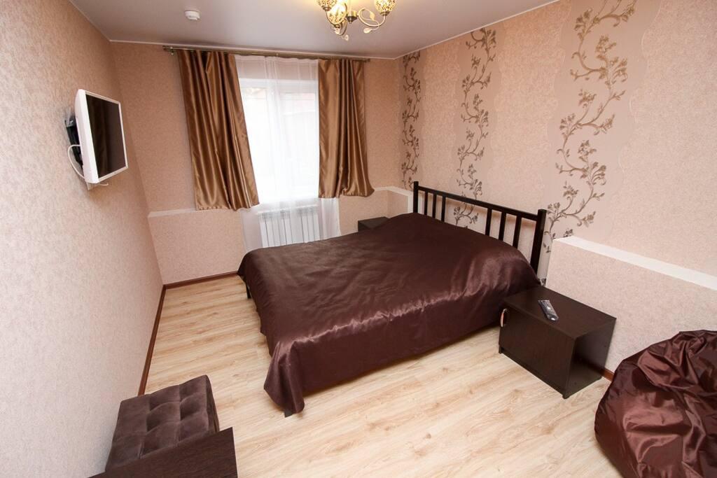 Двухместный номер с большой кроватью и своей ванной комнатой