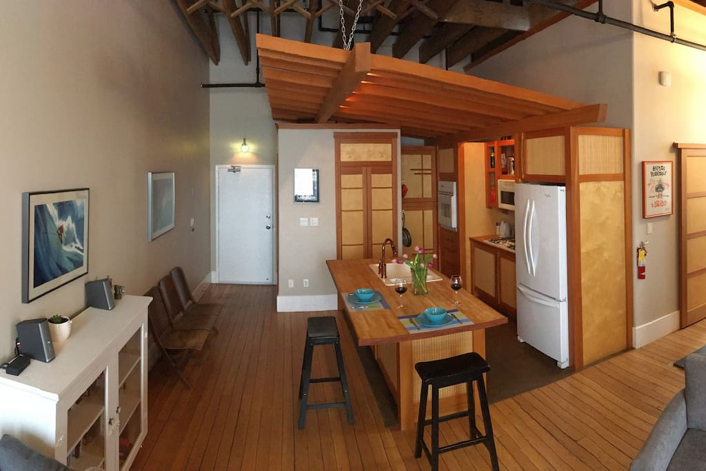 Modern luxury apartment in downtown Rossland... 2007 renovations featuring open kitchen, Japanese style with fir trim