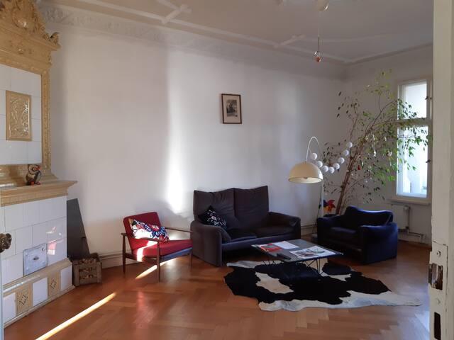 lovely room in spectacular apartment in Kreuzberg!