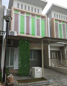 Borneo villa 2BR 2floor FULL wifi comfort living