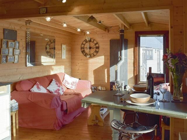 The Lodge - UK10376 (UK10376)
