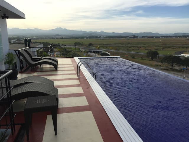 Luxury Condo with pool, views, security, location - Angeles - 公寓