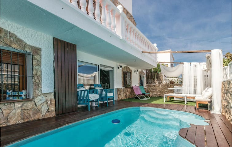Holiday cottage with 4 bedrooms on 150m² in Canet de Mar