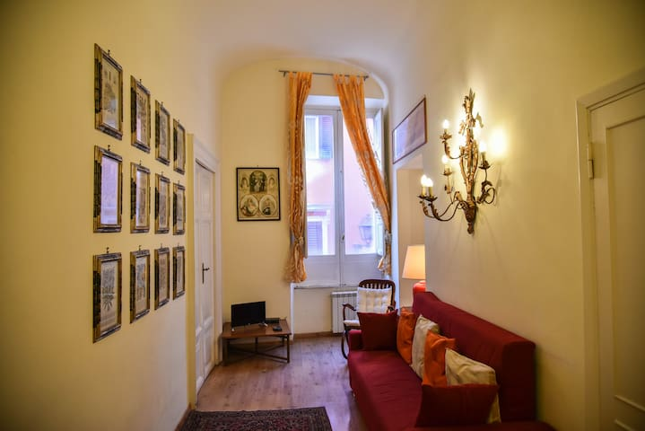 Stylish apartment in central Rome