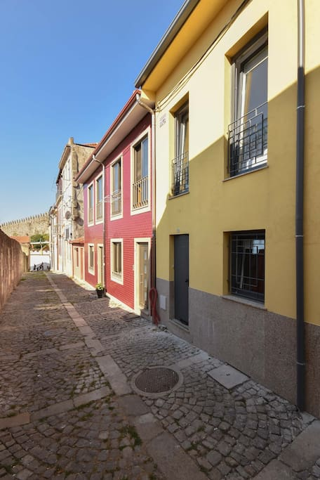 Miradouro 25, near the city walls