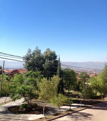ROOM IN A TRANQUIL & CONVIVIAL HOME - Cochabamba - Casa