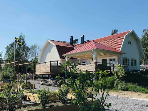 Farm house with rooms available to rent