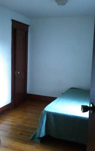 HiSpeed WiFi, Center Square, great location! - Albany - Departamento