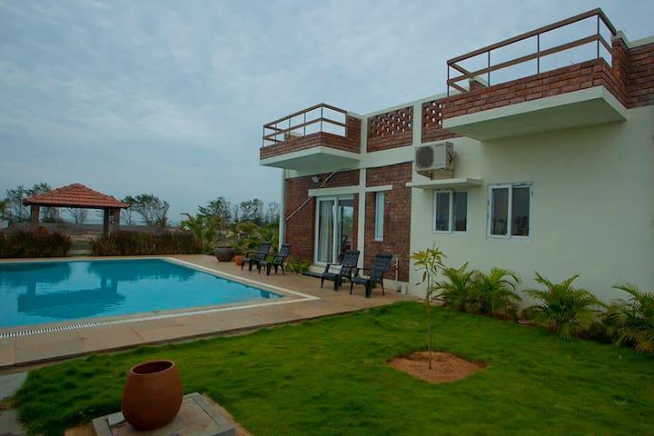 Exterior villa with pool