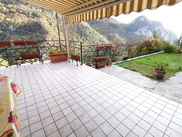 Casa con vista panoramica a Casoli (Camaiore)