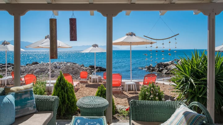 Beachfront Luxury Nest - Breakfast included