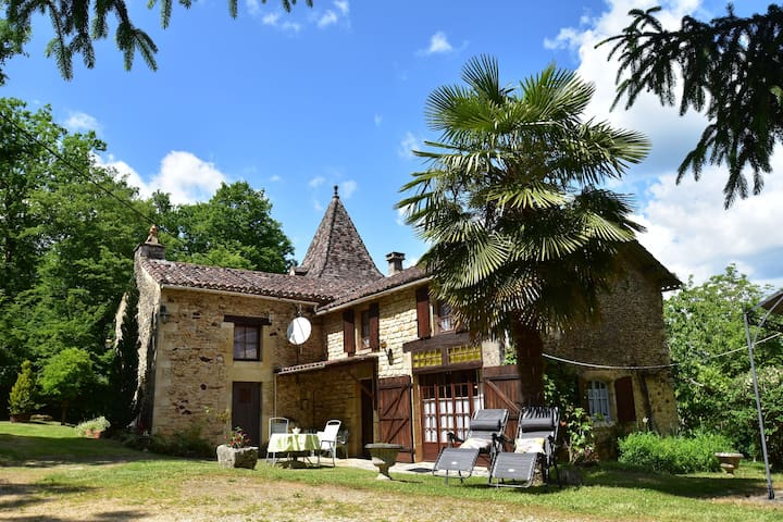Cozy Holiday Home in Villefranche-du-Périgord with Garden