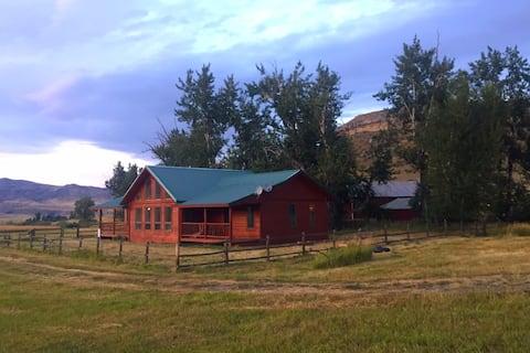 Beartooth Montana Cabin- Amazing adventure awaits