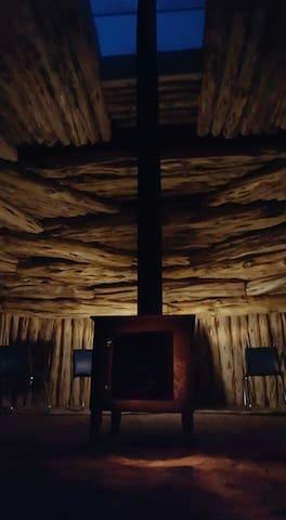 Sentinel Mesa Hogan - Oljato-Monument Valley - Wohnwagen/Wohnmobil