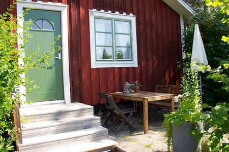 Garden studio apartment close to nature on Alnön