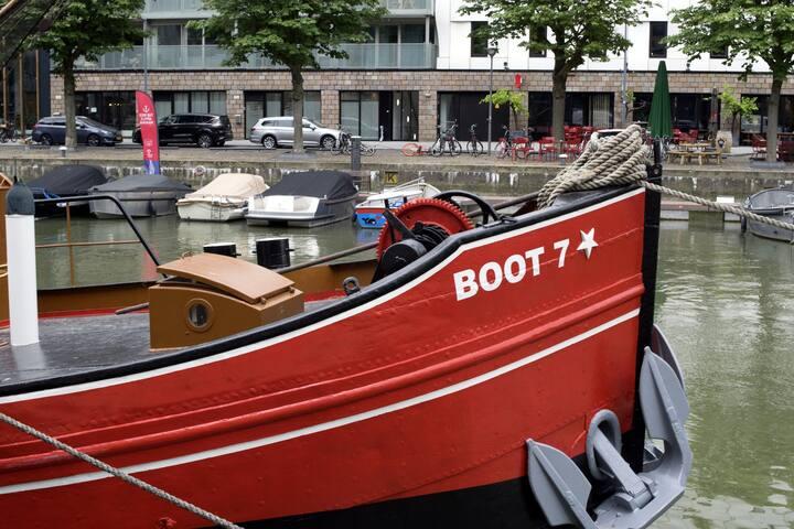Boat-Hotel R'dam: 8 pers. apartment