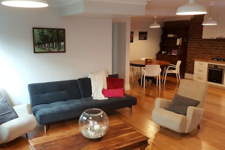 Cosy, European inspired private accommodation! - Greenslopes - Pis
