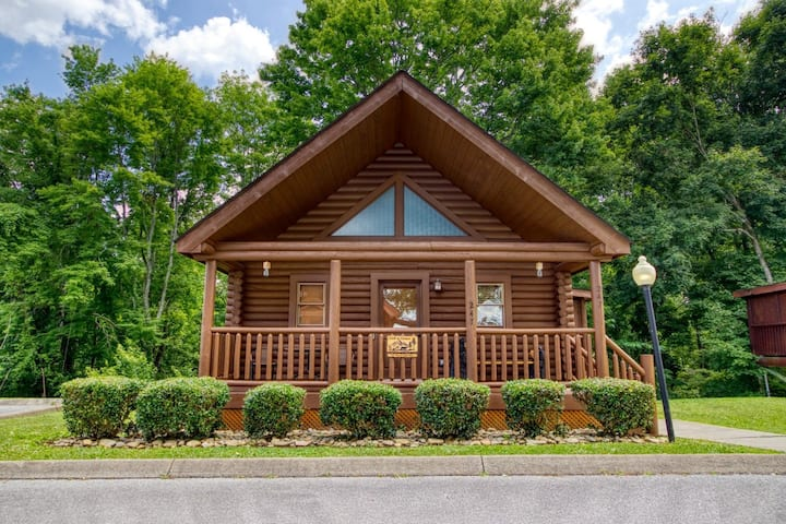 20% off New Listing Cabin in Heart of Pigeon Forge