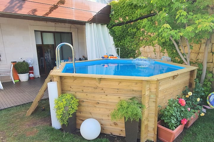 Relaxing Chalet with a private Pool & Garden!