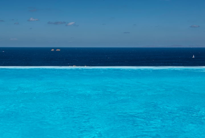 AQUA retreat,private pool,stunning view,near beach