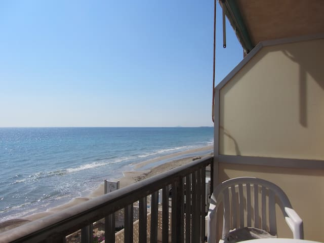 Absolute beachfront home. wifi - Torre de la Horadada - Apartamento