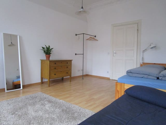 Big Room In A Big Flat Near Warschauer Str.