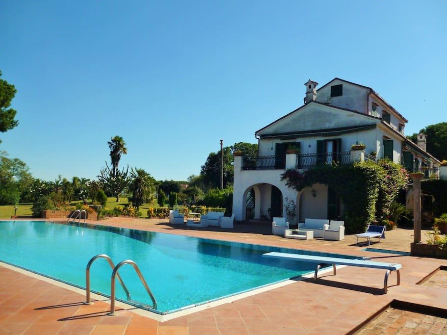Villa matilde ville in affitto a cellole province of for Affitti caserta arredati